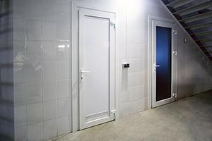 Дверь ПВХ с нажимным гарнитуром 3